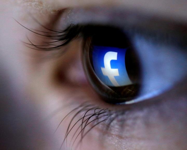 Az emberek életének minden pillanatát figyeli a Facebook