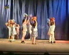 A Dávidföldi Általános Iskola -utolsó- bemutatkozó fellépése a színházban