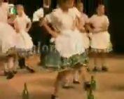 A horvát kisebbség műsora a színházban (Pöndöly)