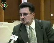 A 2004 áprilisi, komlói testületi ülésről a városatyák…