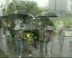 Hajdú-Bihar megyei Pocsaj községből koszorúztak diákok a Bányászemlékműnél