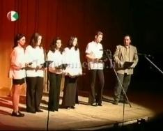 A Komlói Kórház Gyermekosztályáért - jótékony célú előadás a komlói színházban, középiskol