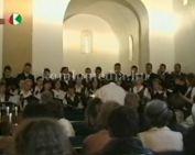 A Komlói Pedagógus kórus hangversenyéből láthatnak részleteket.