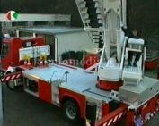 A tűzoltó parancsnok egy magasból mentő tűzoltó autót vehetett át
