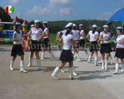 A komlói mazsorett tánccsoport (Zvara Attiláné)