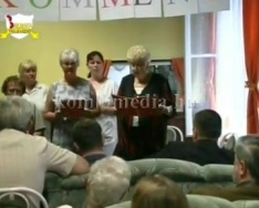 Neckartenzlingen-i adomány átadója (Ruth Stickler, Hauser Márta, Kasziba Zsuzsanna)