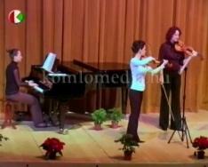 Cecilia napi tanári hangversenyt rendetek a színházban