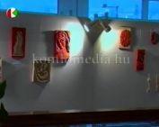 Kökönyösi fafaragók című kiállítás a Komlói Színházban