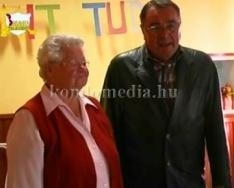 Idősek ünnepe az Arany Alkony Idősgondozóban (Ruth Stickler, Kasziba Zsuzsanna)
