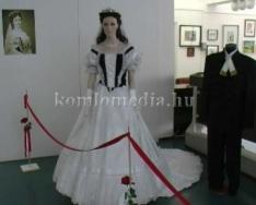 Öltözetek Erzsébet királynő ruhatárából - kiállítás