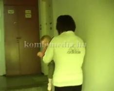 Gyalog, gyerekkel a kézben a 9. emeletre (Dallos Krisztina)