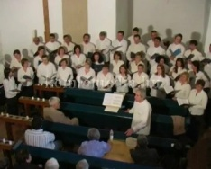 A Komlói pedagógus Kamarakórus mánfai koncertje