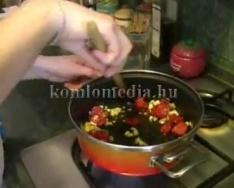 Főzzünk kolbászos rizottót (Szabó Noémi)