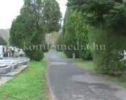 Változatlanul várja a látogatókat a komlói temető az ünnepek idején (Konyári Zsolt)