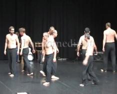 Szenvedélybetegek társulata lépett fel a színházban (részlet)