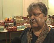 Hátrányos helyzetű családok kaptak ajándékokat (Horváth László, Dr. Kovács Éva)