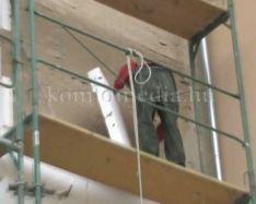 Hamarosan befejeződnek a felújítási munkálatok egy Gorkij utcai társasházon