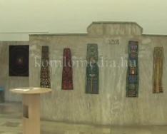 Iparművészeti kiállítás nyílt tábla és vászonképekből (Kaáli Nagy Zsombor)