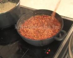 Gasztropercek - Fokhagymakrémleves házi cipóban és bolognai spagetti